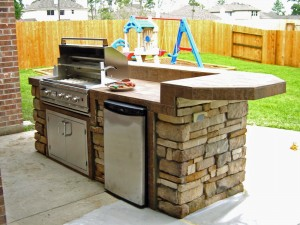 small backyard outdoor kitchen