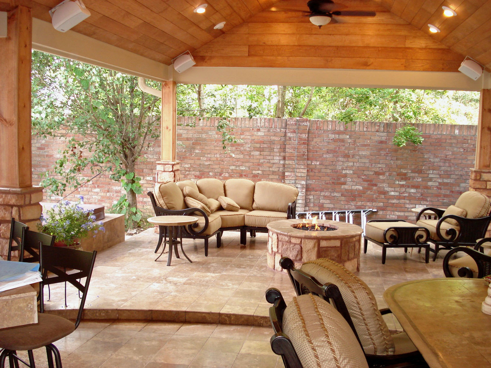Houston outdoor living spaces fire pit and spa - Covered outdoor living spaces ...