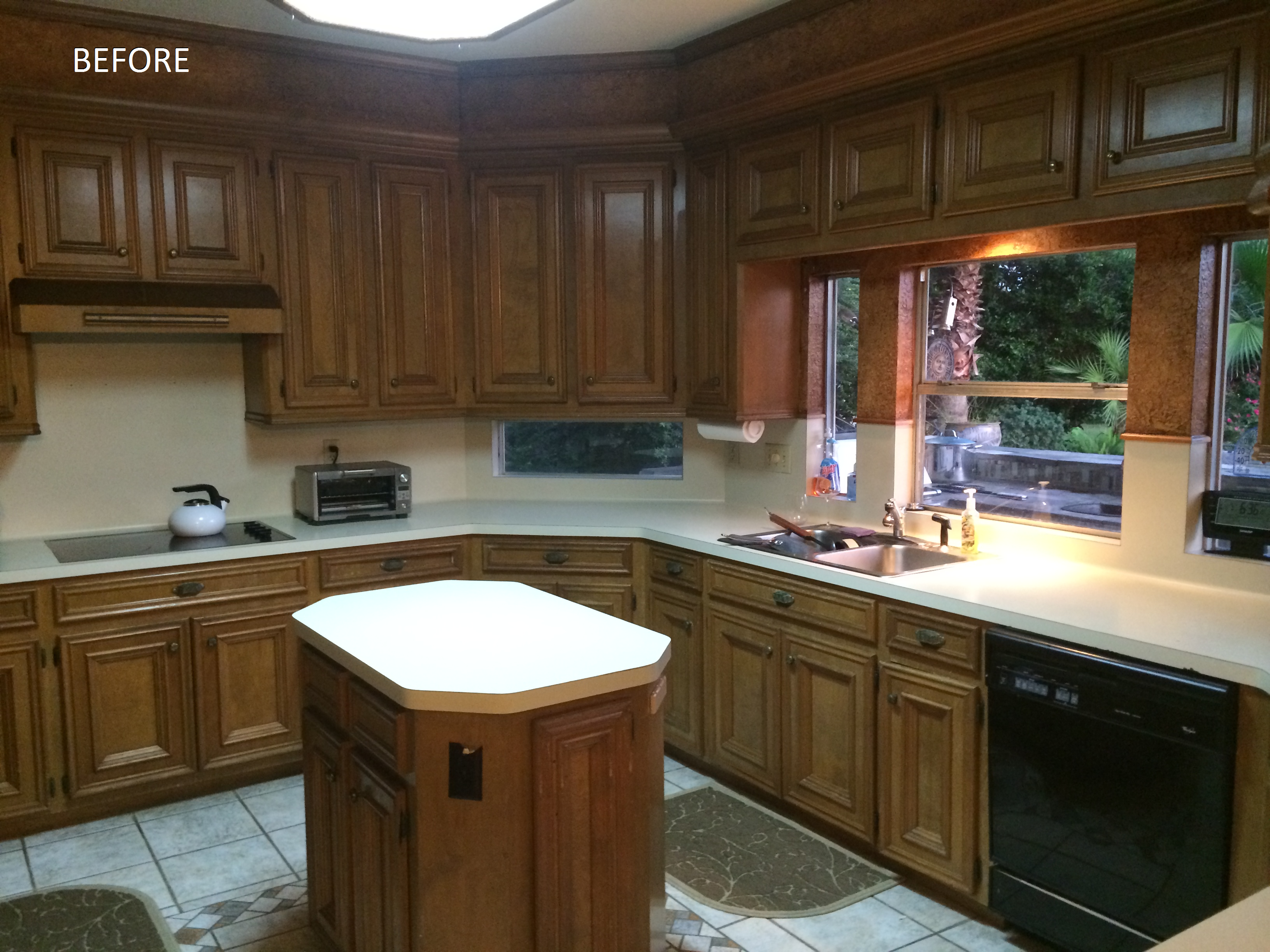 Need kitchen remodeling in Houston, TX? Look no further than Outdoor Homescapes of Houston, which - despite its name - also does interiors! Here's a before shot of a kitchen turned into a contemporary gem by Outdoor Homescapes' head designer, Lisha Maxey (also owner of LGH Interiors in Houston).