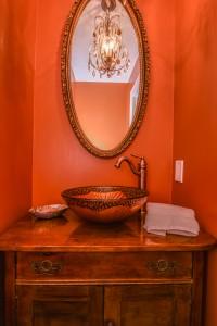 Custom Bathroom Sinks